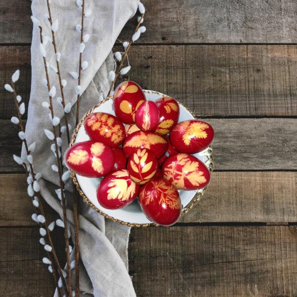 oua rosii vopsite de Pasti